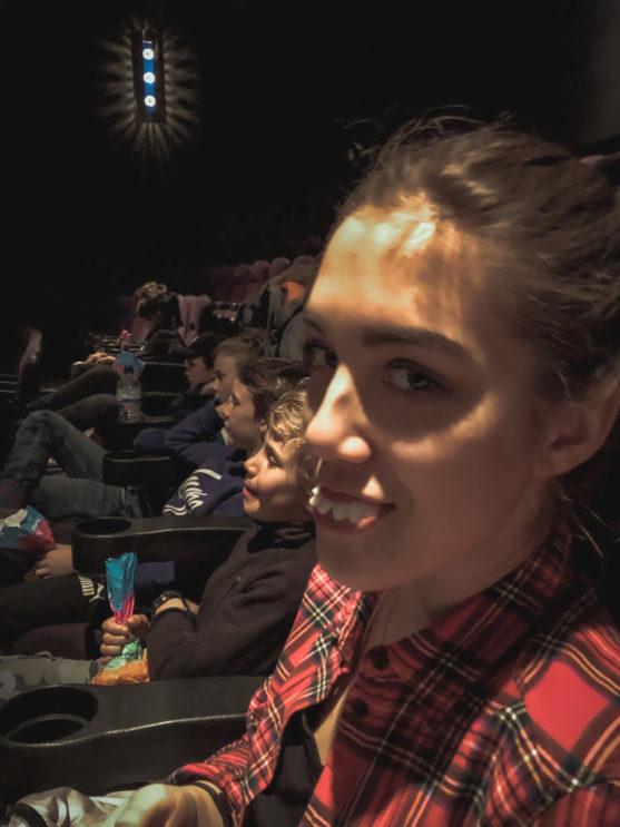 Aupair couple v Anglickém kině