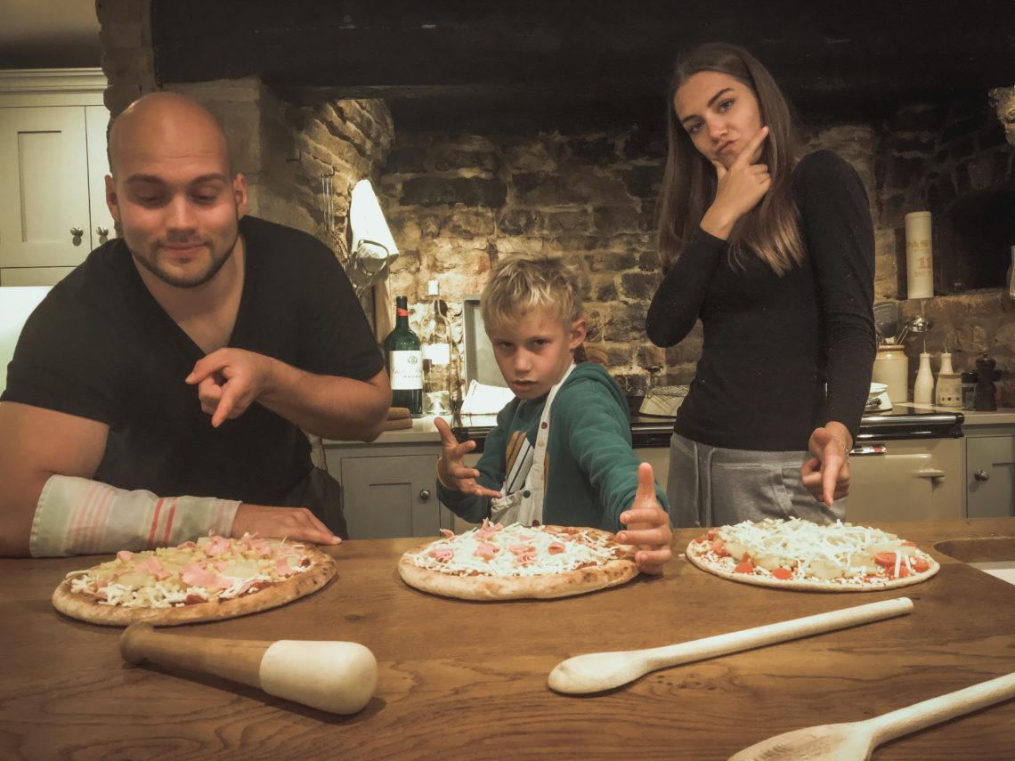 Aupair couple v anglické kuchyni