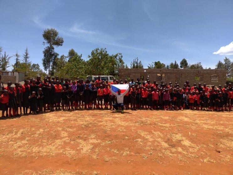 Postavená škola v keni