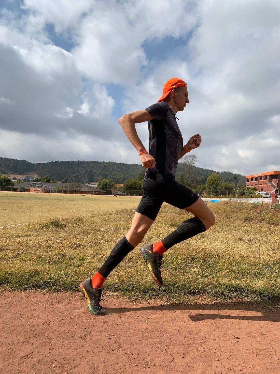 Běžci v Keni